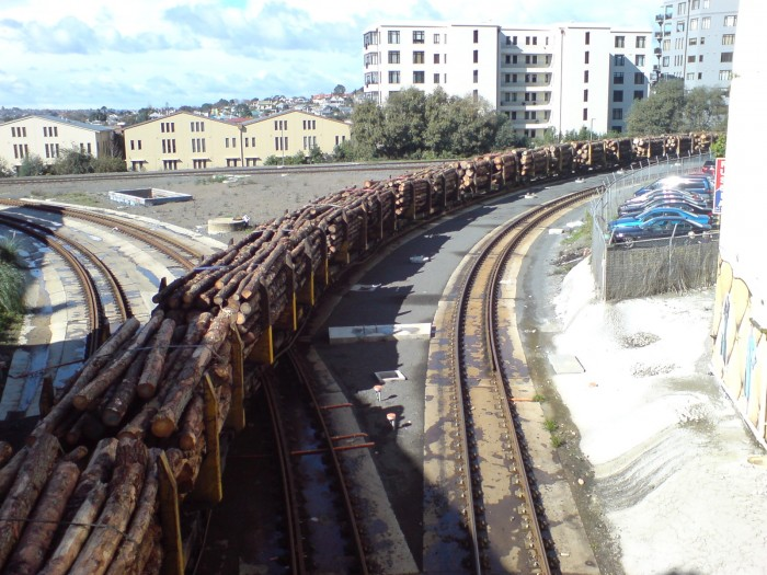 Newmarket_Triangle_With_Timber_Train