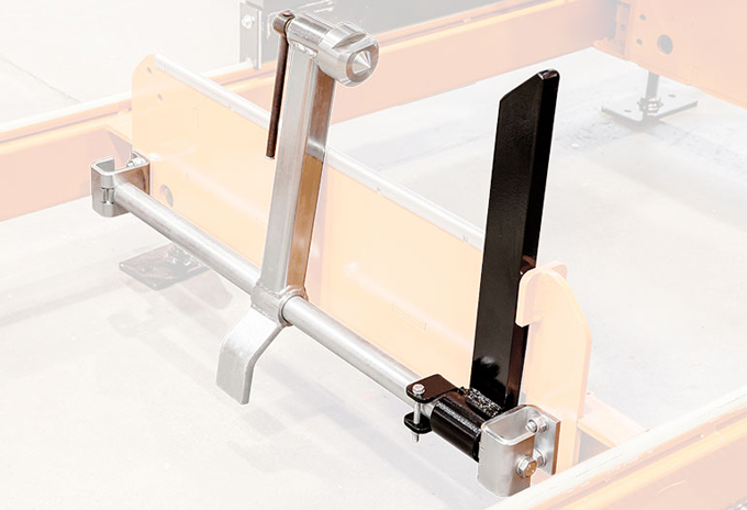 7)The-improved-log-clamp-with-a-new-attachment-for-easily-clamping-the-last-board-to-cut